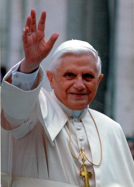 01_100_Papst.jpg